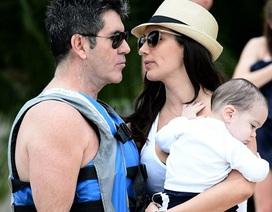 Simon Cowell hạnh phúc bên vợ đẹp, con xinh
