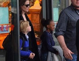 Angelina Jolie và hai con gái xuất hiện ở Ý