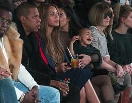 Con gái Kim Kardashian hoảng loạn trong show diễn của cha