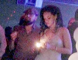 """Leonardo DiCaprio và Rihanna lần đầu """"lộ"""" ảnh hò hẹn"""