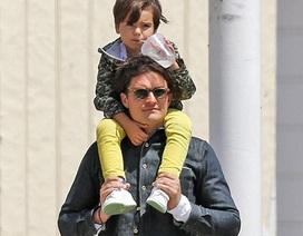 """Hình ảnh ngọt ngào của cha con """"cướp biển"""" Orlando Bloom"""