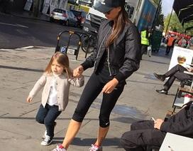 Victoria Beckham và con gái xuất hiện sành điệu trên phố