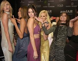 """""""Đột nhập"""" bữa tiệc hoành tráng nhất tại Cannes"""