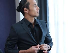 """Phạm Anh Khoa: """"Mặc vest hát Rock. Tại sao không?"""""""