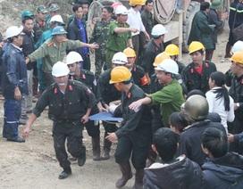 Vỡ òa khoảnh khắc giải cứu 12 công nhân