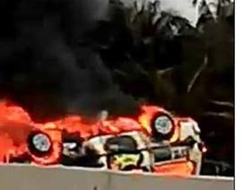 Xe cấp cứu bốc cháy sau khi tông xe máy, 2 người tử vong