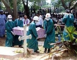 Ebola bùng phát mạnh trở lại tại Liberia, một ca lây nhiễm mới ở Anh