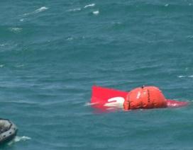 Đuôi của máy bay QZ8501 đã được kéo lên, hộp đen vẫn biệt tích