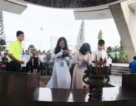 Học sinh 3 miền dâng hương tưởng niệm các anh hùng liệt sĩ