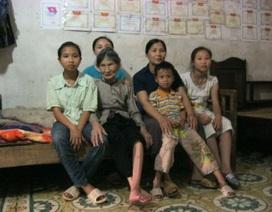 Gánh nặng 5 con và mẹ già mù lòa