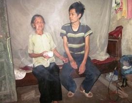 Đắng lòng cụ bà 80 tuổi bán hàng rong nuôi con tâm thần