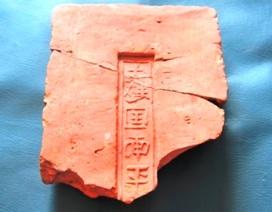 Tìm thấy gạch đời Đường hàng nghìn năm tuổi tại Thành nhà Hồ