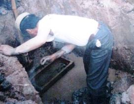 Ông lão gần 50 năm bốc mộ, bó xác hơn 7.000 bộ hài cốt