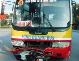 Va chạm với xe buýt, 2 người thương vong