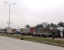 Hàng chục xe tải xếp hàng né trạm cân
