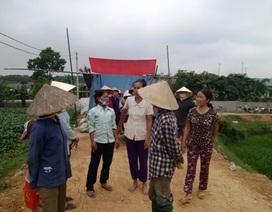Hàng trăm người dựng lều bao vây trang trại lợn
