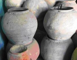 Đào đất làm gạch, phát hiện nhiều đồ gốm cổ