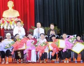 """Gần 600 bà mẹ được phong tặng danh hiệu """"Mẹ Việt Nam Anh hùng"""""""