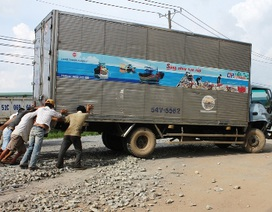 Xe tải mất thắng tông thẳng vào xe tải khác