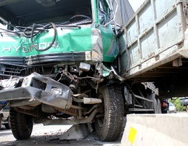 Ba ô tô biến dạng sau vụ tai nạn liên hoàn trên quốc lộ 1A
