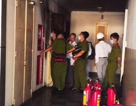 Phút kinh hoàng của người dân trong chung cư 25 tầng bị cháy