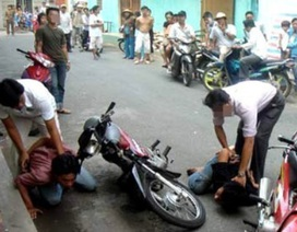 Cướp giật tài sản của người nước ngoài, gặp ngay cảnh sát hình sự