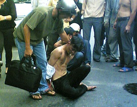 Cảnh sát đặc nhiệm bắt cướp trên phố như trong phim