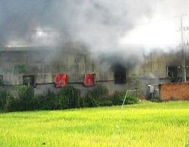 Hỏa hoạn cực lớn, hơn 2.000m2 nhà xưởng bông sợi bị thiêu rụi