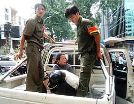 Cảnh sát khu vực và bảo vệ dân phố bị côn đồ đâm trọng thương