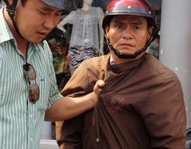 Phóng viên bắt kẻ cướp vé số trên phố