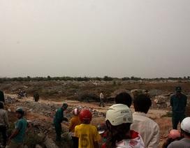 Phát hiện xác nữ công nhân ngoài bãi đất trống