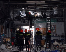 Cháy dữ dội tại xưởng tân trang xe cổ