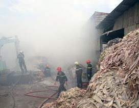 """Xưởng giấy phát hỏa, khu dân cư """"hít no"""" khói"""