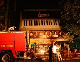 Cháy phòng trà ngay trung tâm thành phố