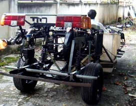 Giấc mơ chế tạo xe lưỡng cư của ông thợ máy ở Bình Dương