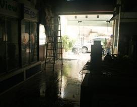 Cửa hàng camera bốc cháy dữ dội lúc rạng sáng