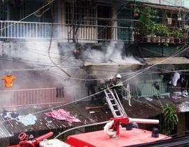 Cháy chung cư Ngô Gia Tự, hàng trăm người dân náo loạn