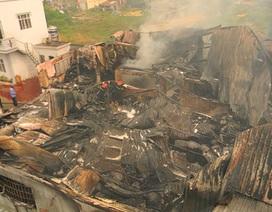 Cận cảnh vụ cháy thiêu rụi xưởng sơn rộng hơn 1.000m2