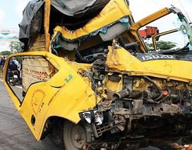 4 ô tô tông nhau, phụ xe chết thảm trong cabin