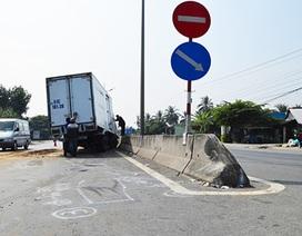 Xe tải đối đầu xe du lịch, 2 người mất mạng