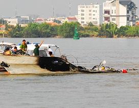 Hiện trường tàu cánh ngầm cháy rụi trên sông