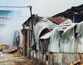 Hoả hoạn cực lớn, hơn 1.000m2 nhà kho cháy rụi, đổ sập
