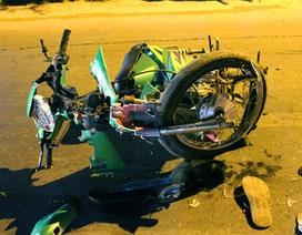 Xe máy tông nhau vỡ nát, 3 người nguy kịch