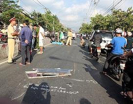 Xe chở rác lao vào dải phân cách, một người chết thảm