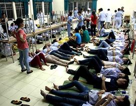 Gần 200 công nhân nhập viện sau bữa ăn tối