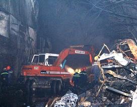Kho chứa vải cháy suốt 4 giờ, nhiều tài sản bị thiêu rụi