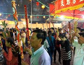 Trắng đêm dâng lễ tại Chùa Bà cầu an