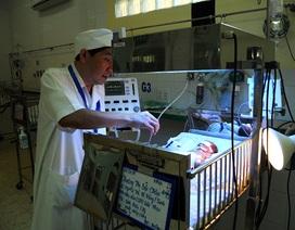 Bác sĩ thuyết phục gia đình phẫu thuật cứu sống bé mắc bệnh hiếm gặp