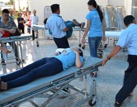 Hàng chục công nhân nữ nhập viện cấp cứu vì hít phải khí lạ