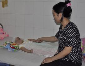 Ngã ở điểm giữ trẻ, bé 1 tuổi hôn mê hơn hai tháng